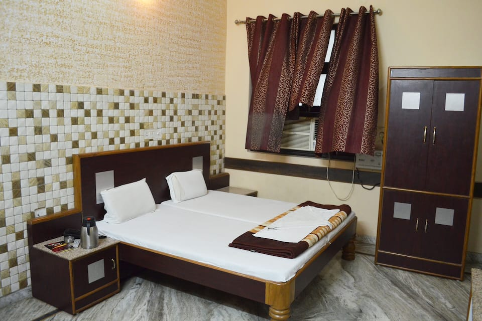 Hotel Nirmal Palace, Charbagh, Hotel Nirmal Palace