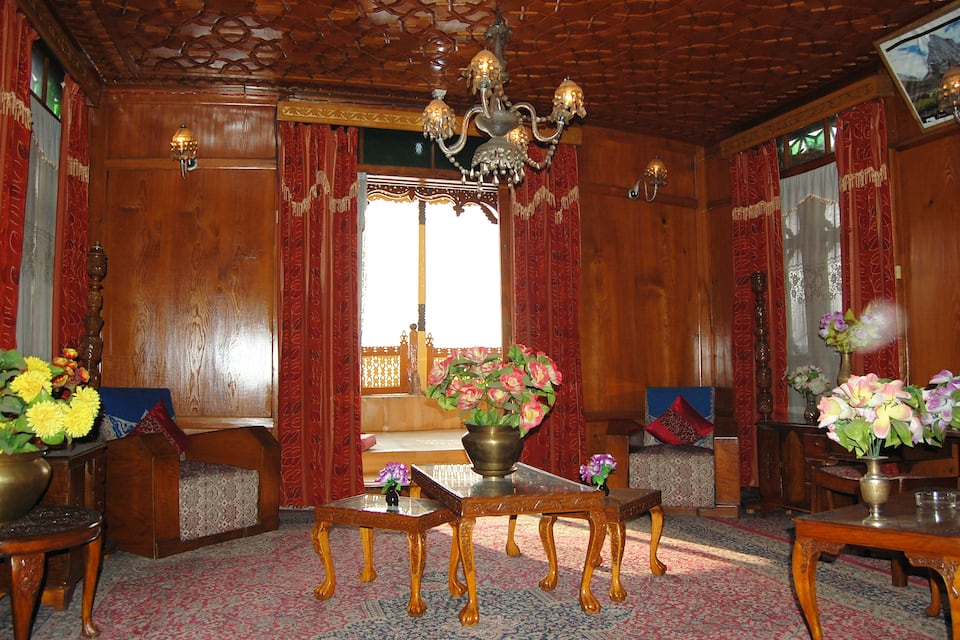 New Chez Henry Houseboat, Dal Lake, TG Stays GATE NO. 15