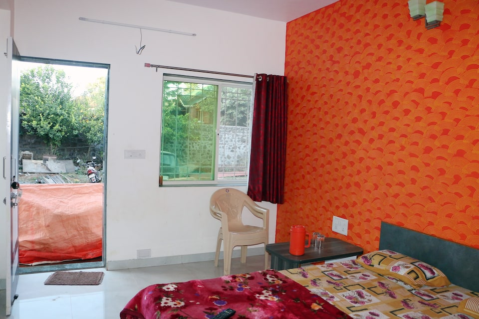 Om Niwas Cottage, Satara Road, Om Niwas Cottage