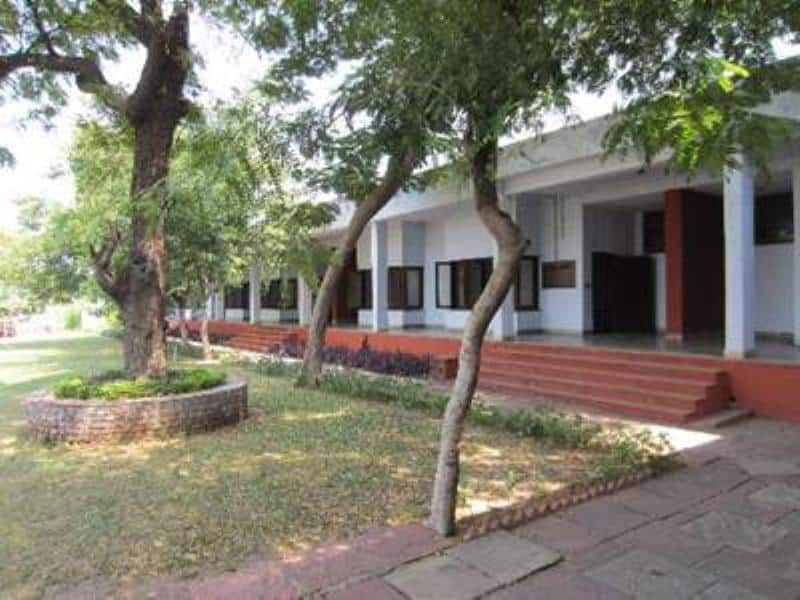 Lauries Hotel, M G Road, Lauries Hotel