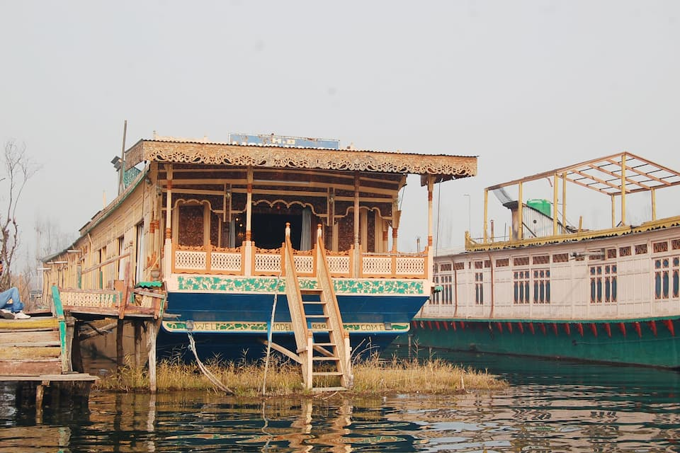 Young Light Houseboat, Dal Lake, Young Light Houseboat