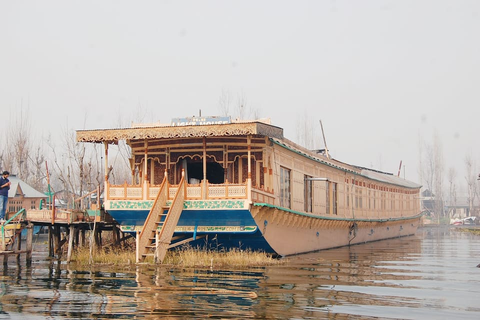 Young Light Houseboat