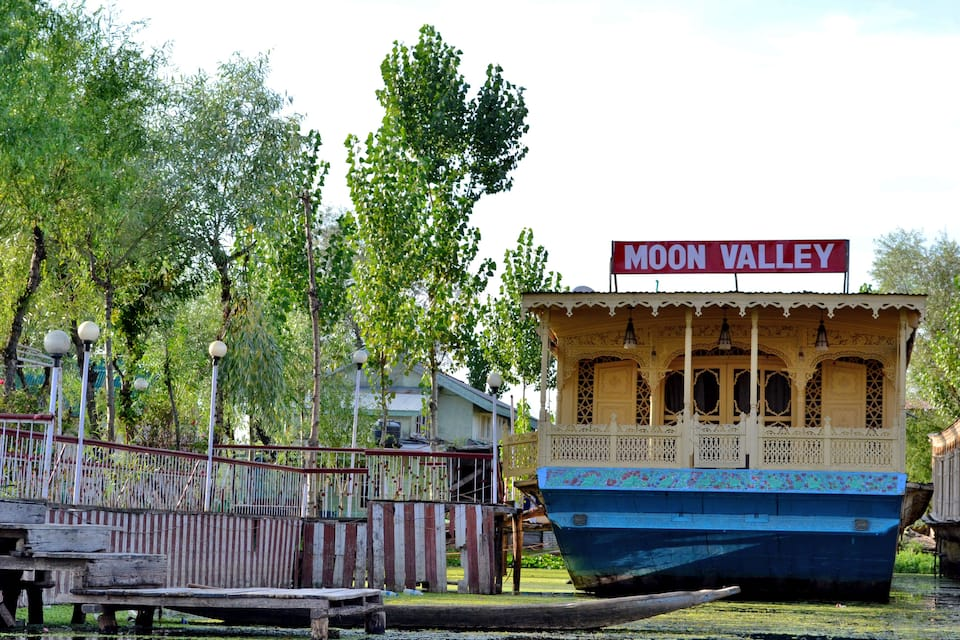 Moon Valley Houseboat, Dal Lake, Moon Valley Houseboat