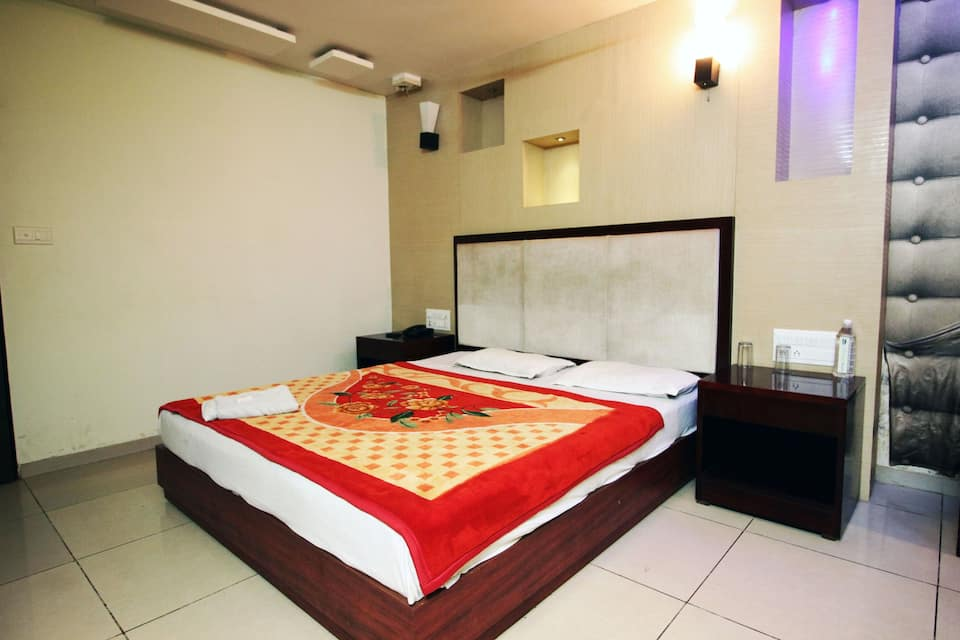 The Metro Pole Guest House, Shivalik Nagar, The Metro Pole Guest House