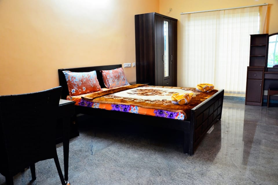 Meenakshi Resorts, --None--, Meenakshi Resorts
