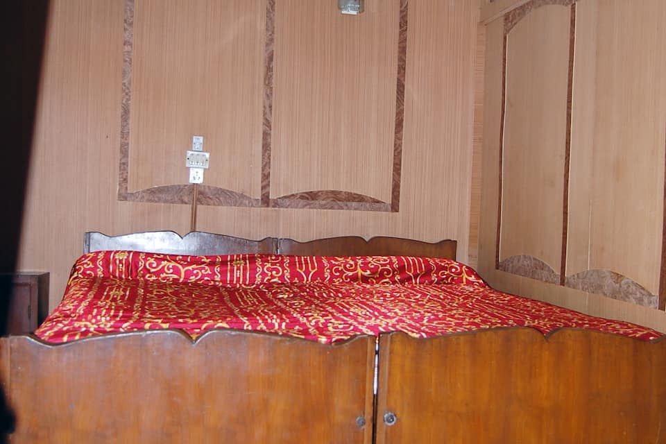 New Sumbul Houseboat, Dal Lake, New Sumbul Houseboat