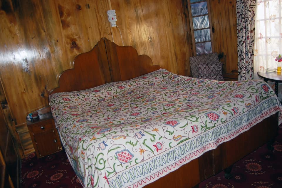 Royal Sovereign Houseboat, Dal Lake, Royal Sovereign Houseboat