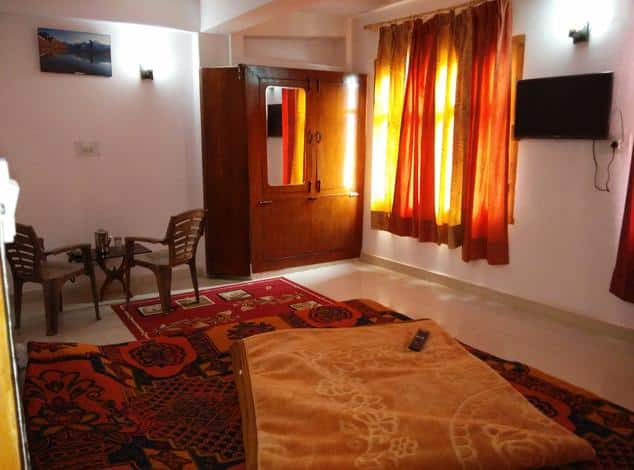 Vasuki BNB Inn, Mall Road, Vasuki BNB Inn
