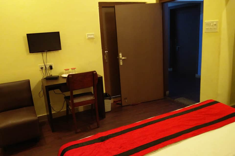 The first residence homestay, Hazra Road, The first residence homestay