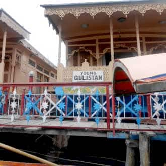 Young Gulistan Houseboat