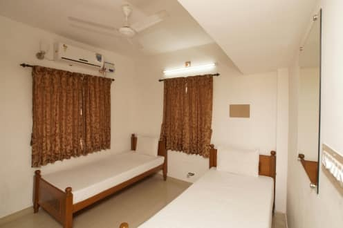 Apple Door Service Apartment, Race Course Road, TG Stays Income Tax Office