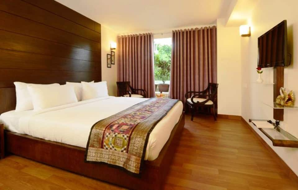 Super Saver 3 Star at Fatehabad Road, Walking Distance from Taj Maha, Super Saver 3 Star at Fatehabad Road