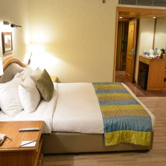 Deluxe Room Two Single Bed with Breakfast