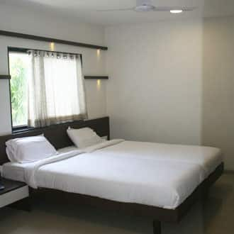 Hotel GomatGiri Lodging And Boarding, NA, Hotel GomatGiri Lodging And Boarding