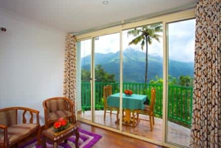 Tea Garden Honeymoon Cottage with Breakfast