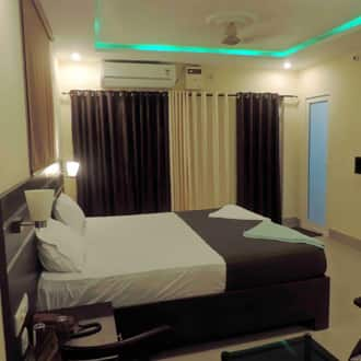 Semi Deluxe Double Room With Breakfast (Non Ac)