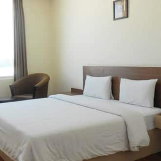 Deluxe Double Room with Breakfast  Lunch or Dinner