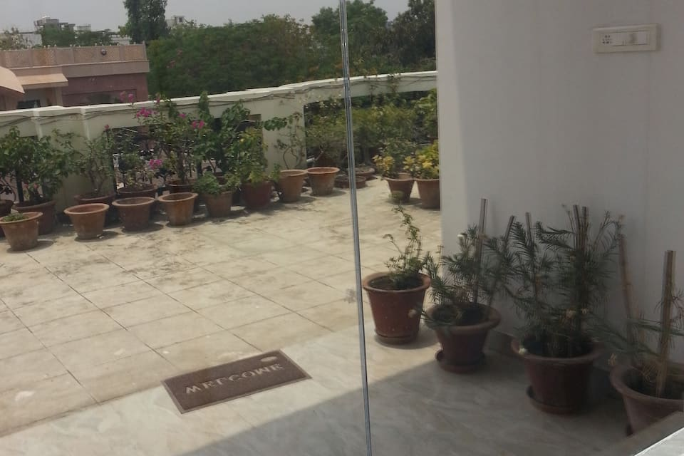 Atithya Serviced Apartment SA-2, Gomti Nagar, TG Stays Mahatma Gandhi Park