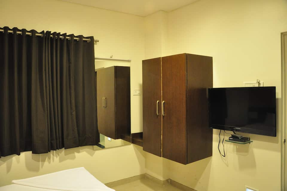 Hotel Avon International, Jalna Road, Hotel Avon International