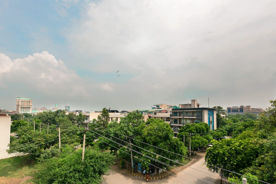 Aambson View, DLF Phase II, Treebo Aambson View