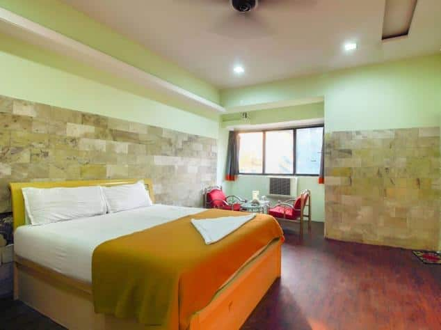 Evergreen Hotel, Khar, Evergreen Hotel