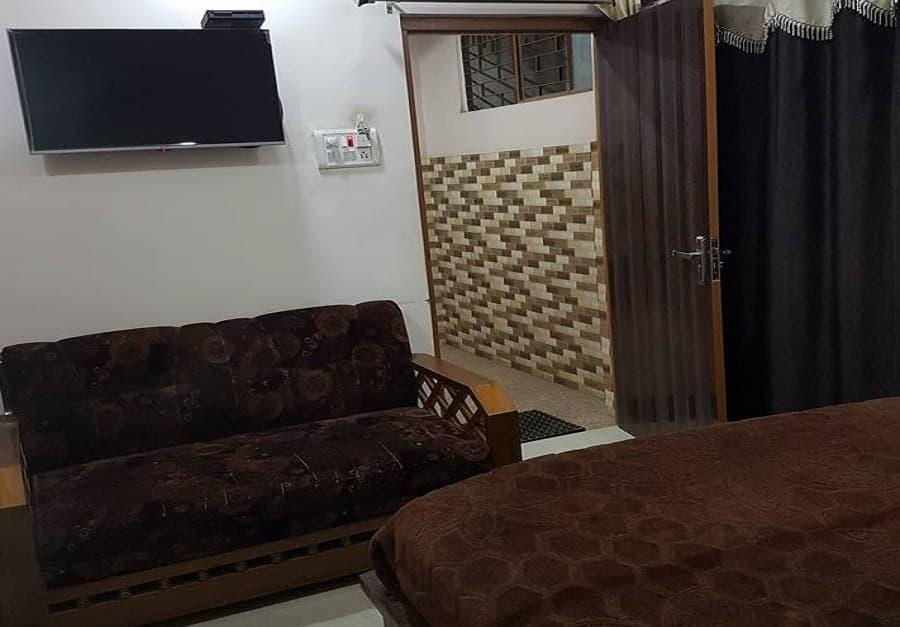 Hotel H M International, Nai Sadak, Hotel H M International