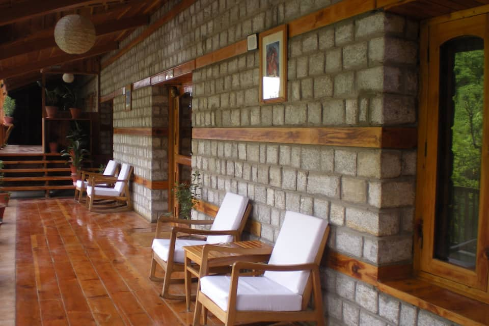 Negis Hotel Mayflower, Club House Road, Negis Hotel Mayflower