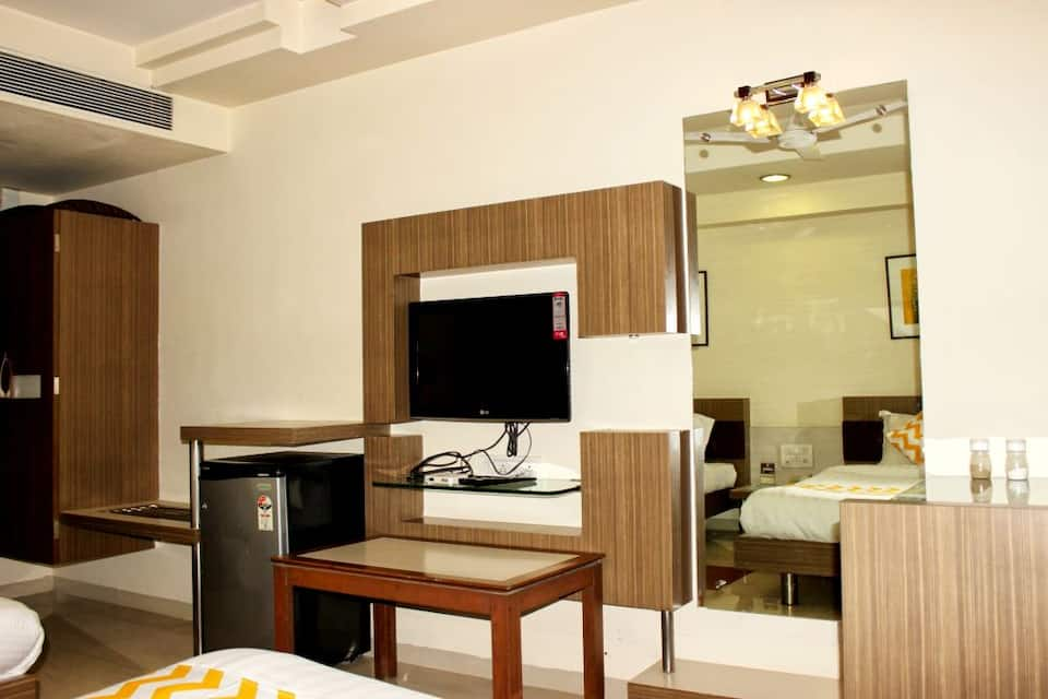 Hotel Amrit Residency, South Tukoganj, FabHotel Amrit Residency
