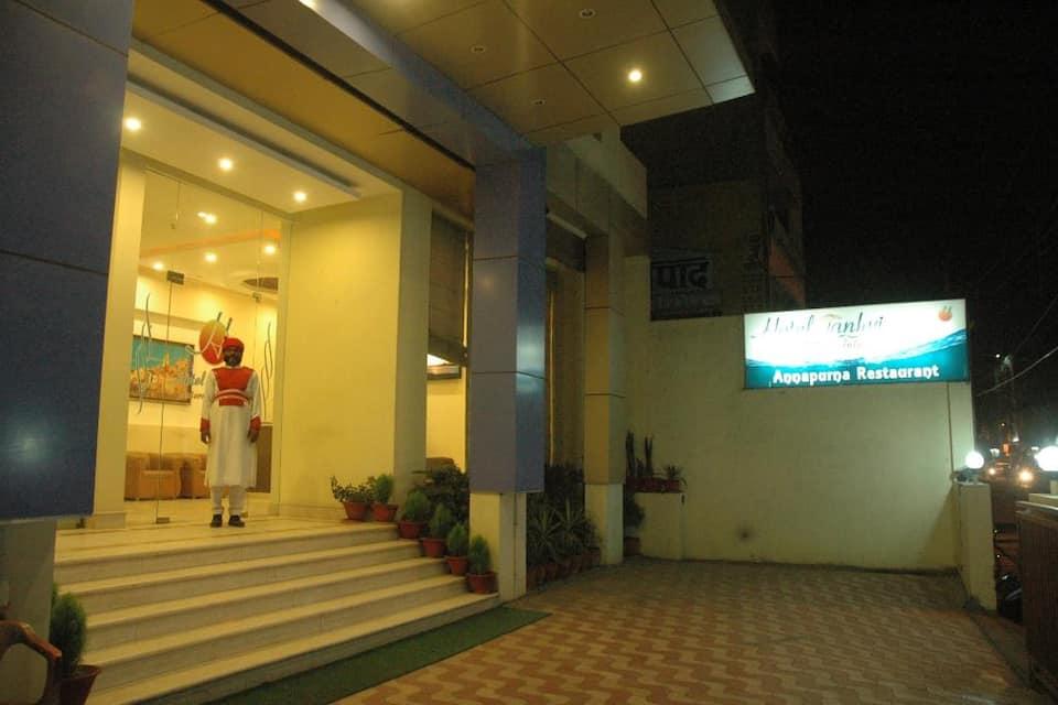 Janhvi International, Maldahiya, Janhvi International