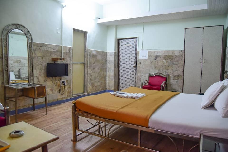 Evergreen Hotel, Khar, Evergreen Hotel