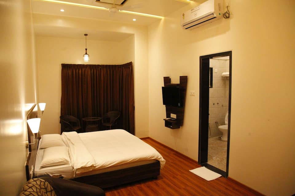 Popular Hotel, Sinhagad road, Popular Hotel
