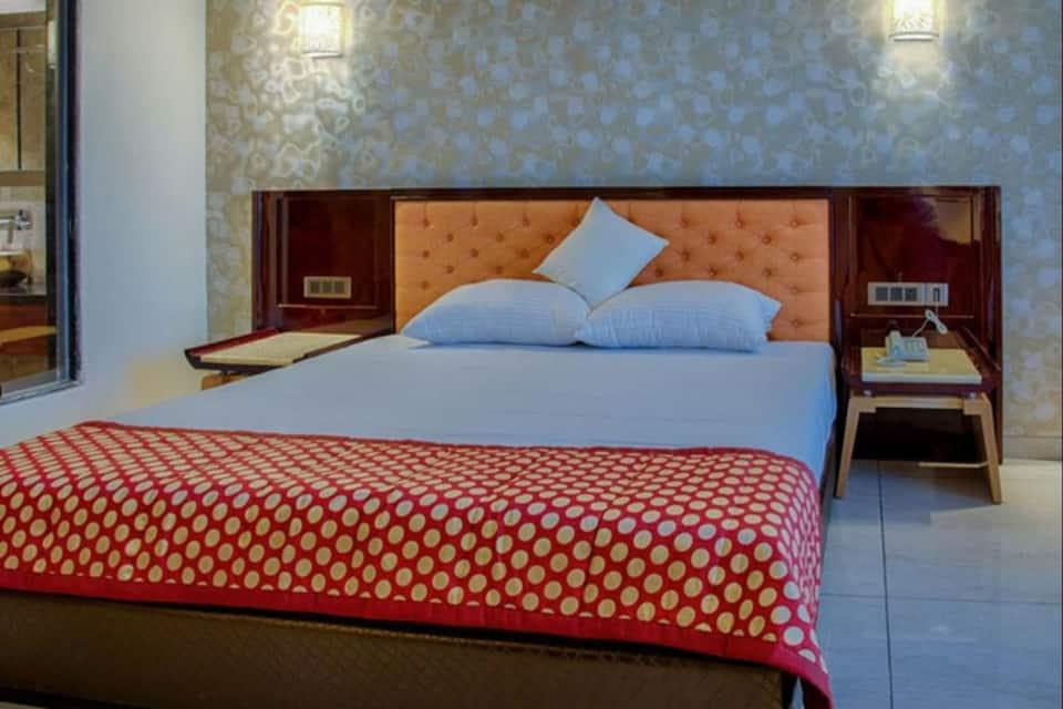 Crescent Spa & Resorts, none, Crescent Spa  Resorts