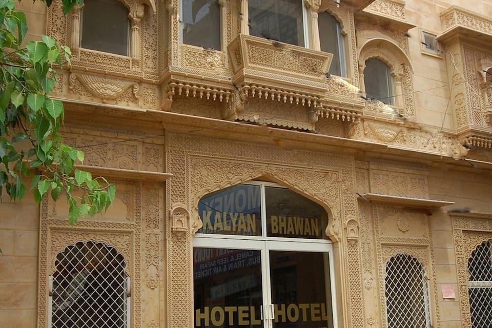 Kalyan Beacon Hotel, Gandhi Chowk, Kalyan Beacon Hotel