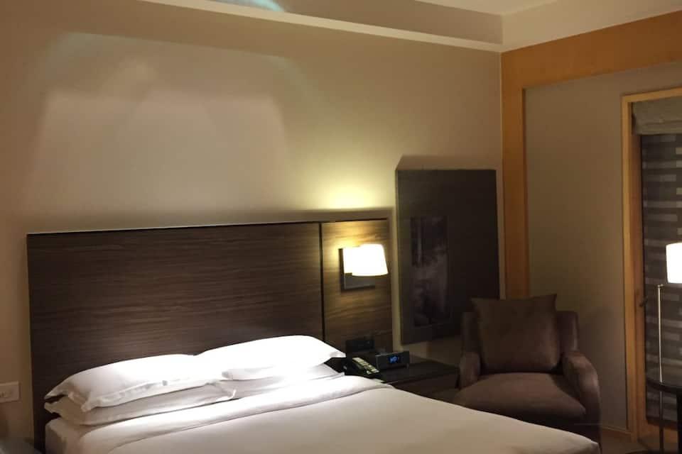 Grand Hyatt Mumbai, Santacruz East, Grand Hyatt Mumbai