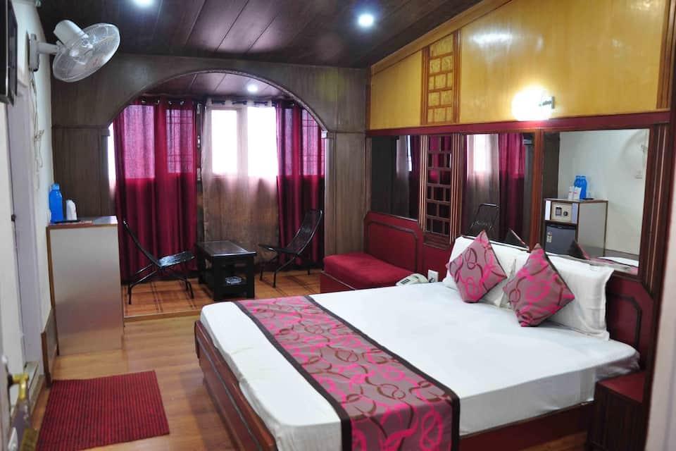 Hotel Sidharath, Near Mall Road, Hotel Sidharath