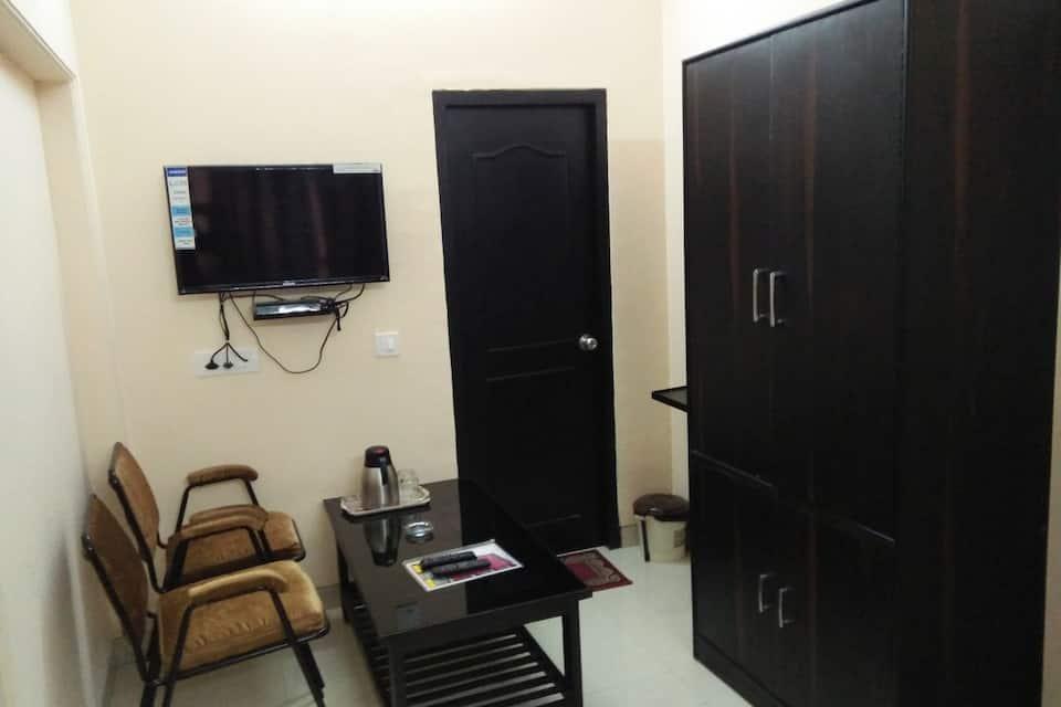 Hotel Pal Avadh, Naka Hindola, Hotel Pal Avadh