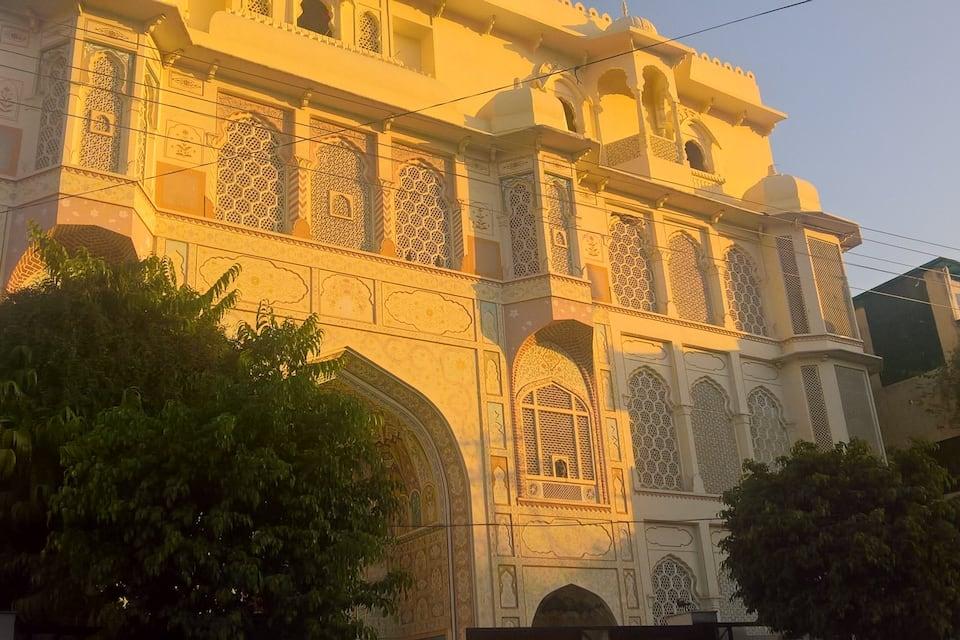 Hotel Rani Mahal, Hawa Sadak, Hotel Rani Mahal
