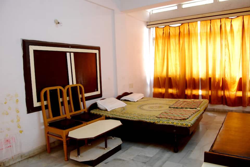 Vandana Hotel, Near Bus Stand, Vandana Hotel