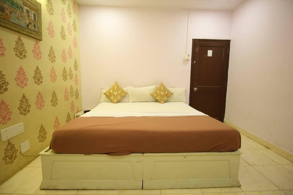 Jackpot Poonam Palace, Ashram Road, Hotel Poonam Palace