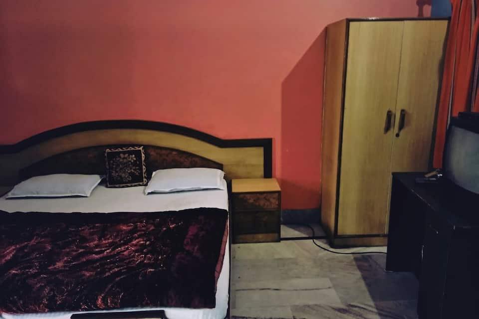 Orient Guest House, Tapovan, Orient Guest House