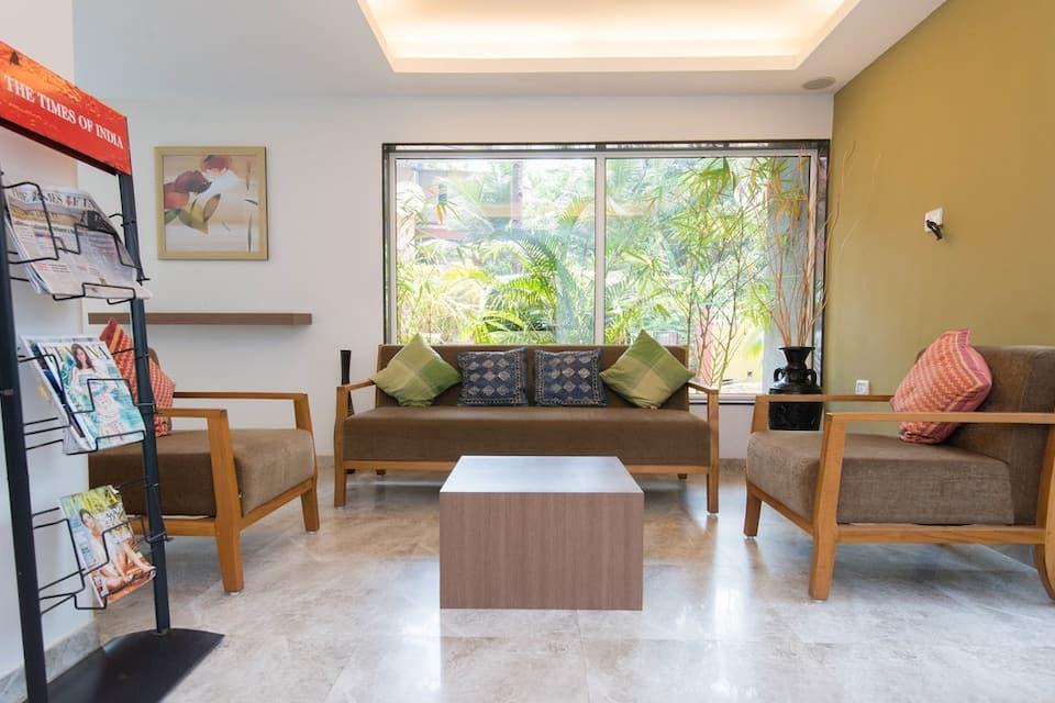 The Hawaii Comforts, Dona Paula, The Hawaii Comforts