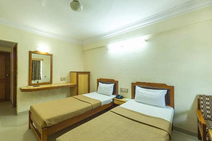 Hotel Hilltop, Alkapuri, Hotel Hilltop