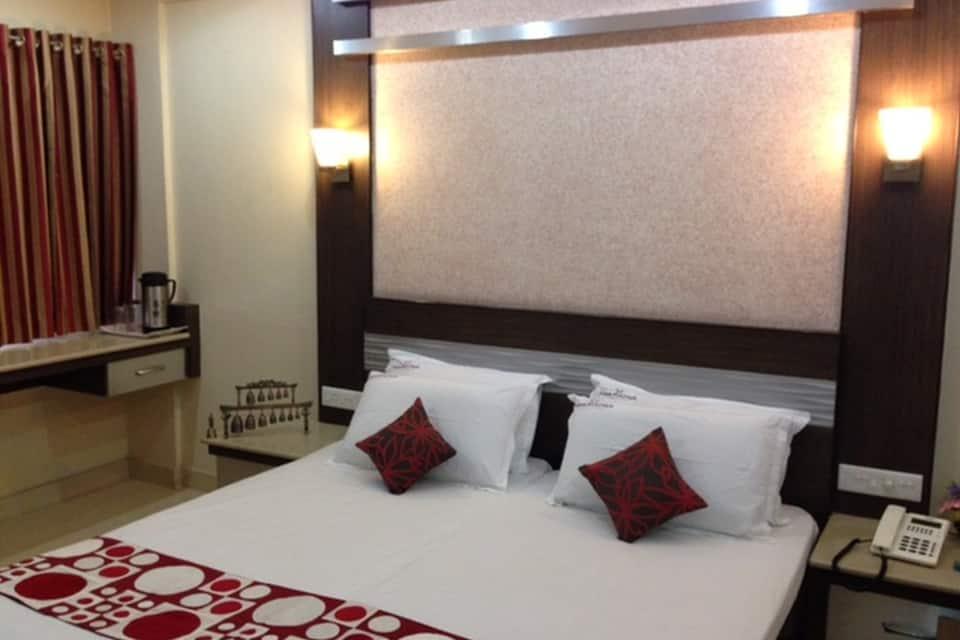 Hotel Navaratna, R S Puram, Hotel Navaratna