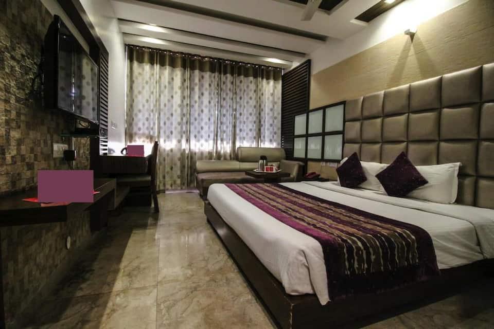 Hotel Emerald, Sector 17, Hotel Emerald