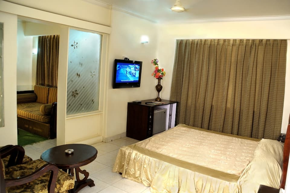 Standard King Bed Room With Breakfast