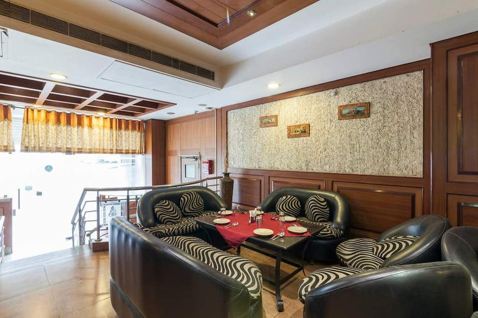 Hotel Kings Corner, Raja Park, Hotel Kings Corner