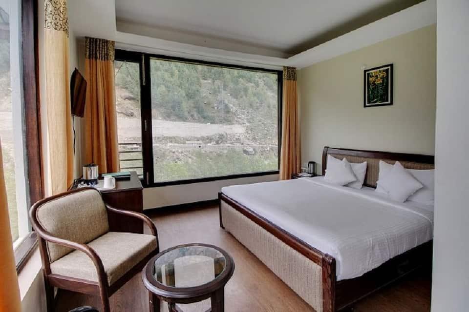 Luxury Suite With Breakfast