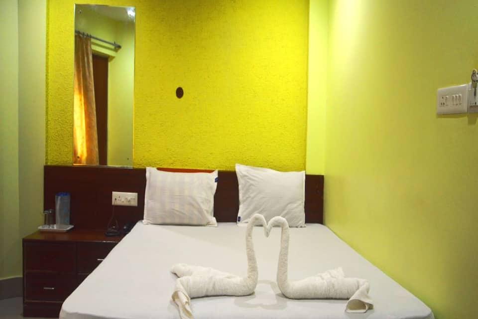 Jeevan Sandhya Inn, New Marine Drive Road, Jeevan Sandhya Inn
