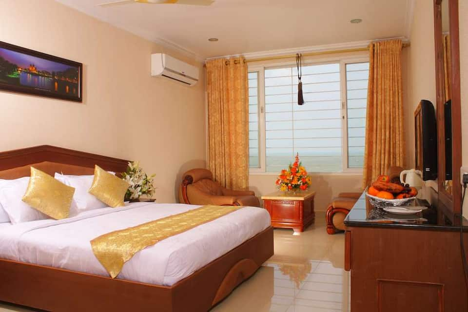 Deluxe Room (City View)+Breakfast