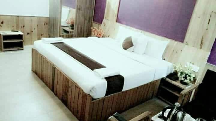 Hotel Rajhans, Log Hut, Hotel Rajhans